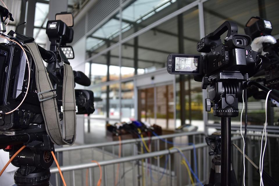 Τα κεντρικά δελτία ειδήσεων έχασαν το 1/3 των τηλεθεατών τους